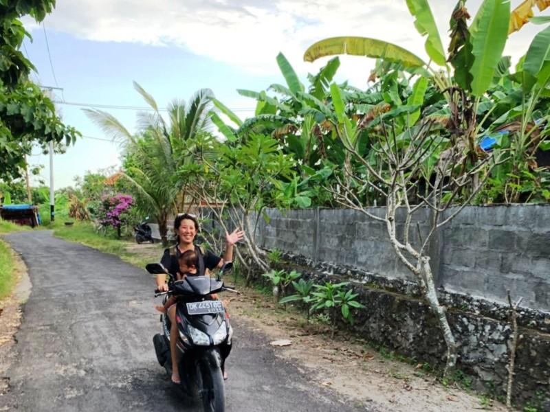 レンボガン島でレンタルバイクを借りる。