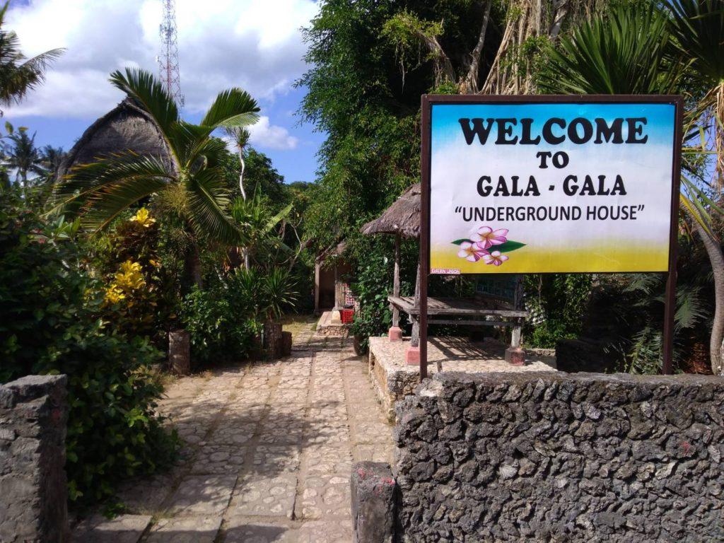 ガラガラアンダーグラウンドハウスの入り口