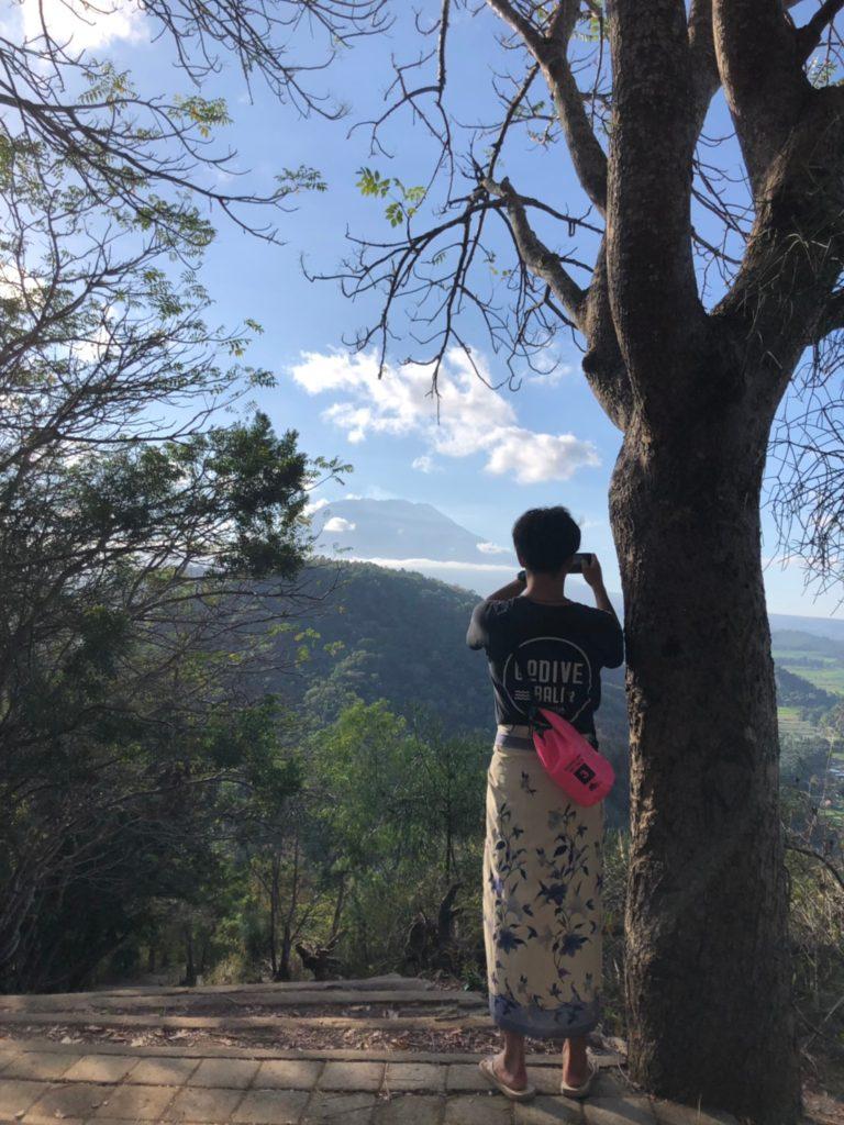 グマン寺院からのアグン山の眺め