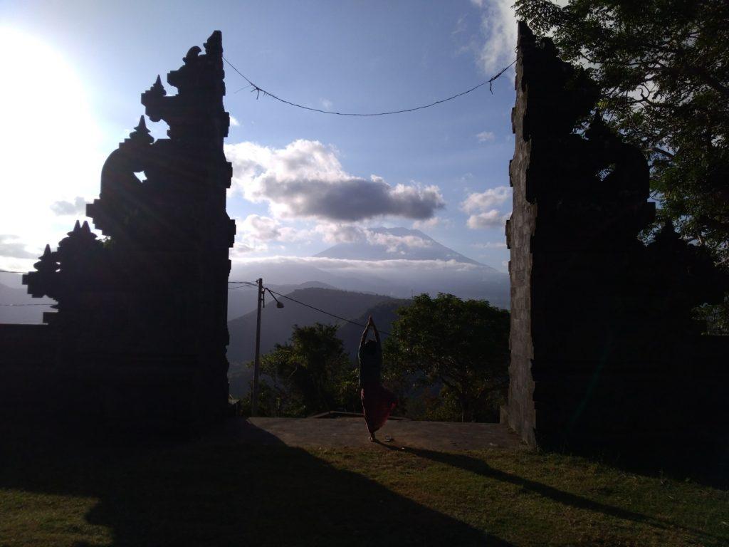 グマン寺院の割れ門映え