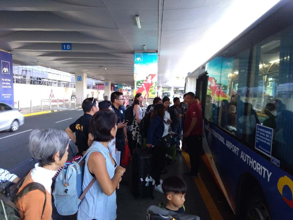 マニラ空港のターミナル間を運行するシャトルバスは無料です