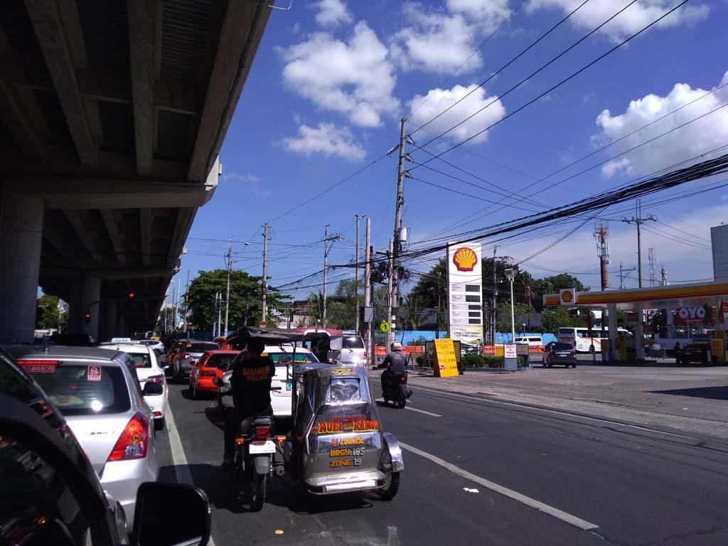 マニラ空港外の景色、マニラは渋滞