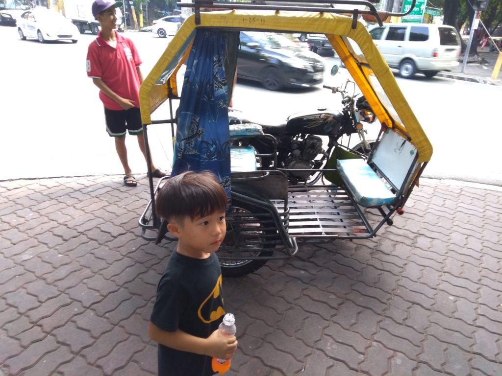 フィリピンマニラ観光の足 トライシクル