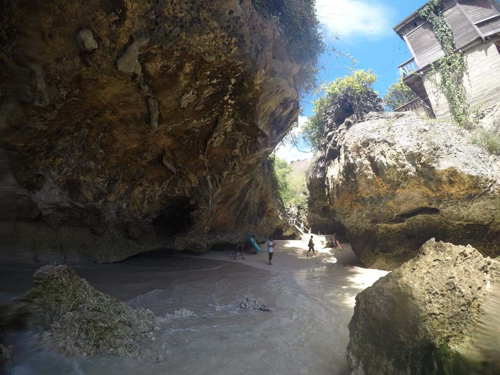 ウルワツエントリーの洞窟