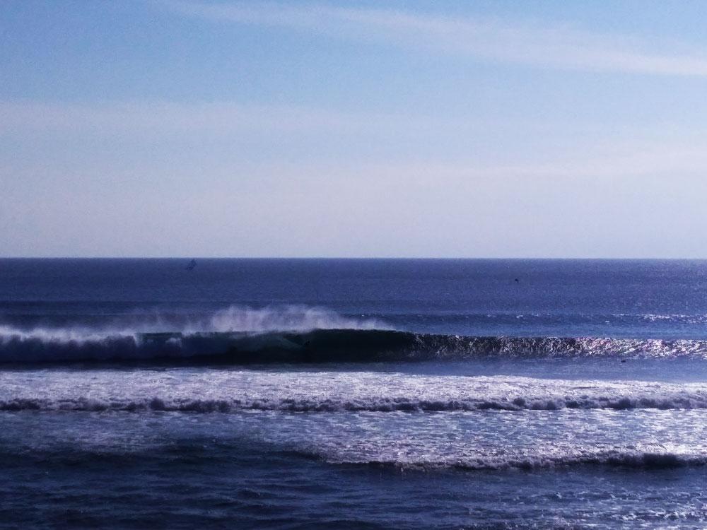 バリ島ウルワツの波