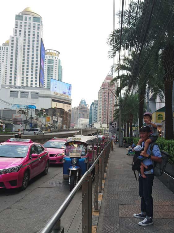 バンコクのインドネシア大使館前